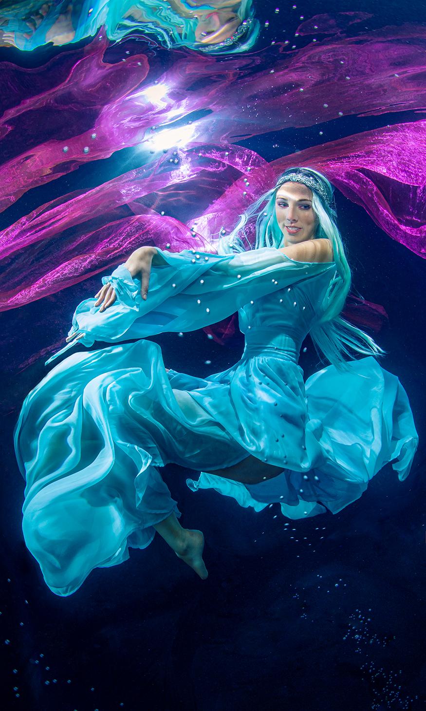 Model: Karina Didi, Unterwasserfotograf: Konstantin Killer.
