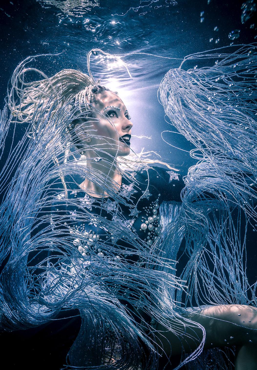Model: Katrin Gray, Unterwasserfotograf: Konstantin Killer.