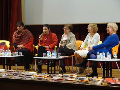 Des deux rives de la Méditerranée, Behja Traversac, Edith Hadri, Maïssa Bey et Marie-Noël Arras offrent un espace d'écriture aux femmes du Nord et du Sud. Mektoub !