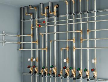 Wasserleitungen im Gebäude, Kupferrohr, Bleirohr, Abwasserrohr, defekte Leitung