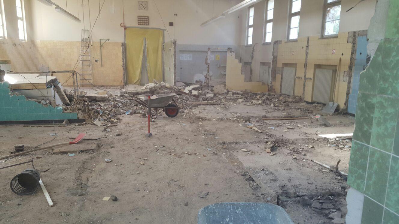 Abbruch Bäderabteilung in einem Krankenhaus