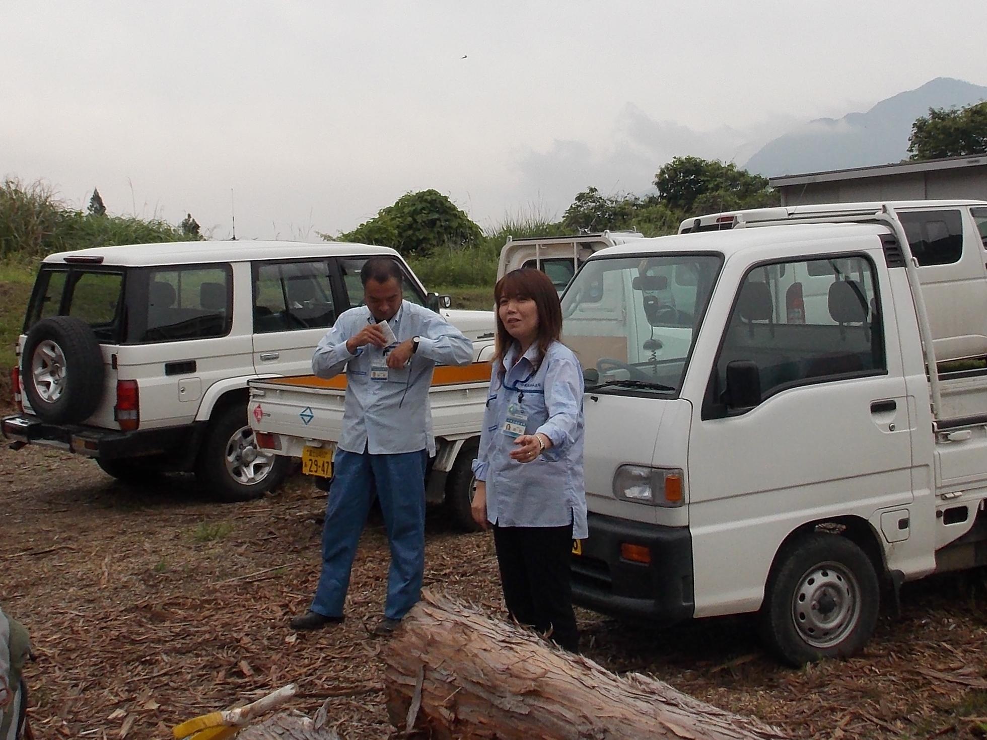 水源林管理所の女子職員さん、我々の活動応援に臨時出勤でした(有難う御座いました)。