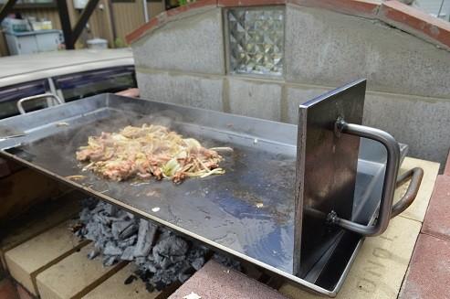 お祭り屋台サイズ専用コンロ  鉄板 BBQ 鉄板焼き ホルモン焼き かまど 自作 オサエちゃん 極厚鉄板 レシピ 角型鉄板 キャンプ レンガ 手作り