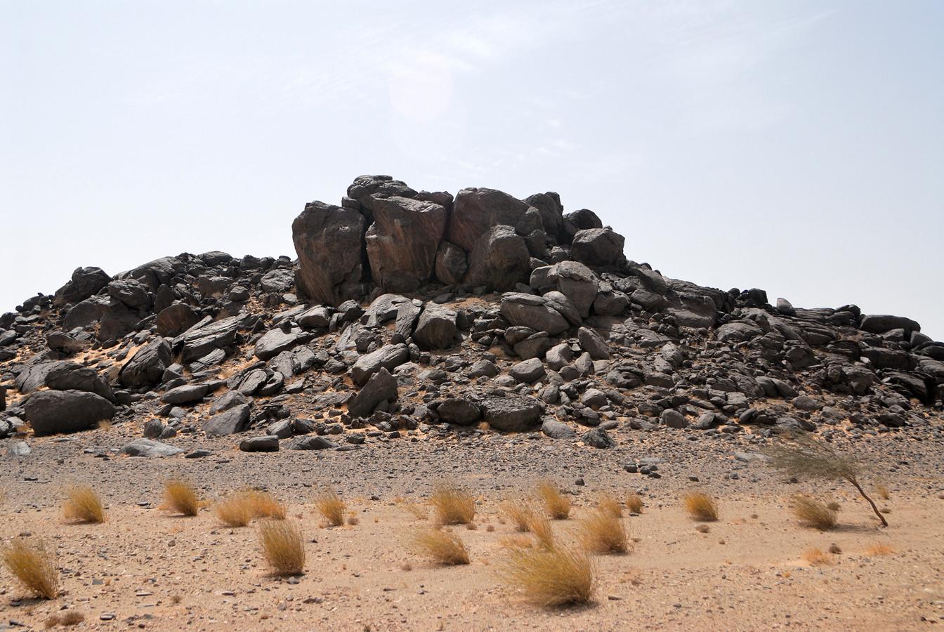 Formation rocheuse typique de l'Adrar soutouf. Sahara atlantique ©Michel AYMERICH