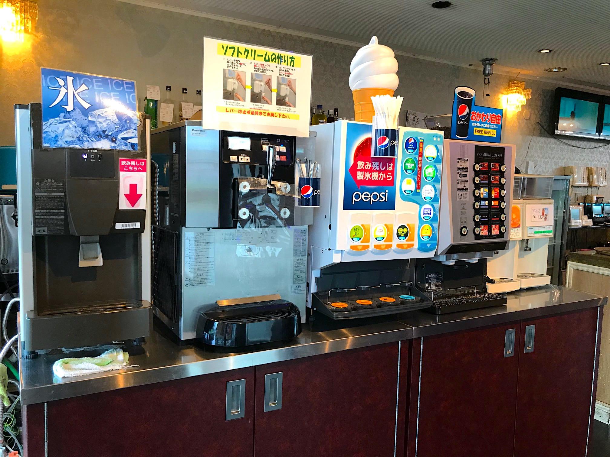 ドリンクバーにはソフトクリーム食べ放題も含まれます
