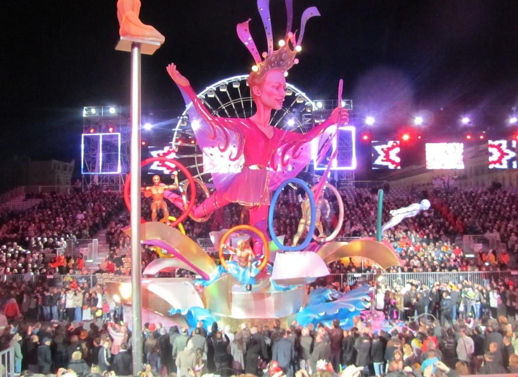 Karnevalsumzug bei Nacht