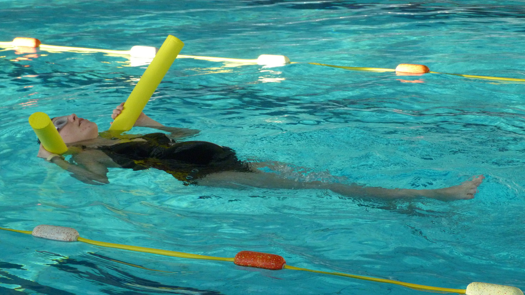 Activit s aquatiques pour futures mamans emergence au for Accouchement en piscine