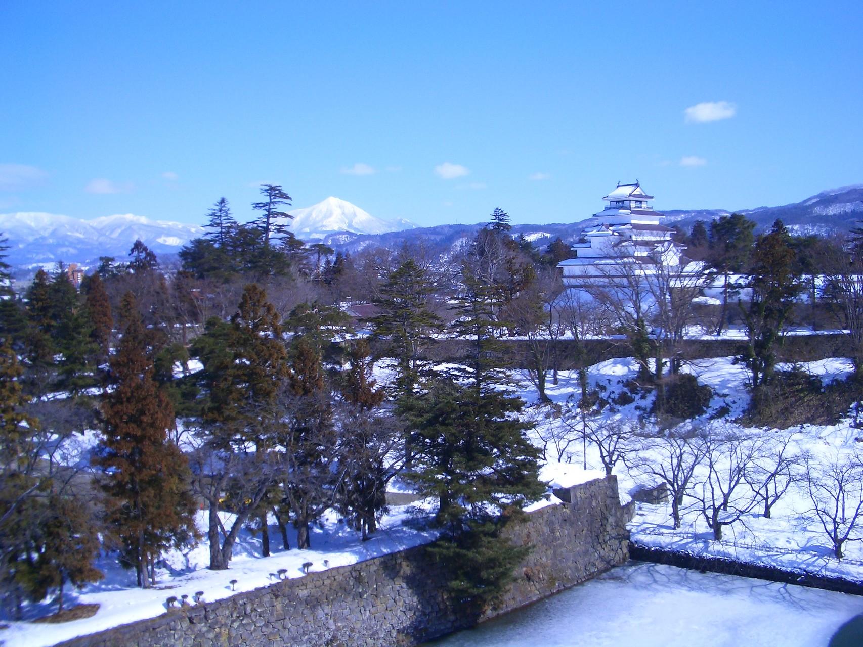 雪化粧された鶴ヶ城です。