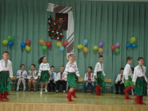 Де гарна пісня, там пускаються в танець