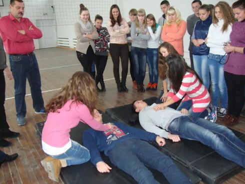 Учні показують вчителям Захисту Вітчизни, чого навчилися