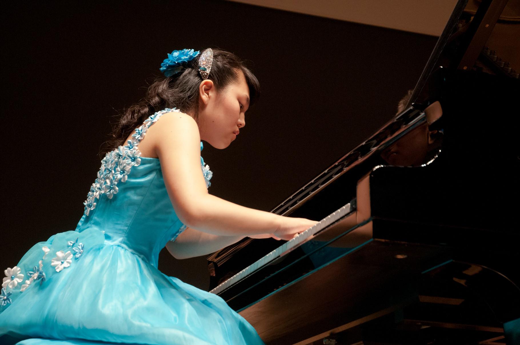 自分の音楽をオーケストラに、観客に真剣に伝えます。