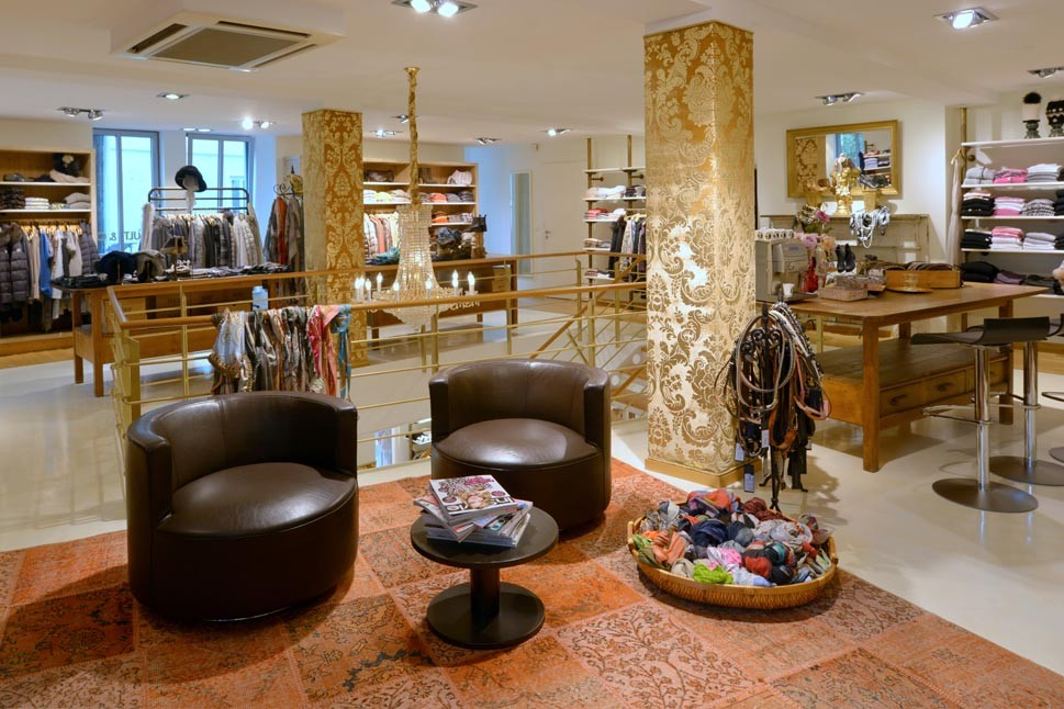 Der Laden von Cult&Co lädt zum Shoppen luxuriöser Klamotten von Designerlabeln ein