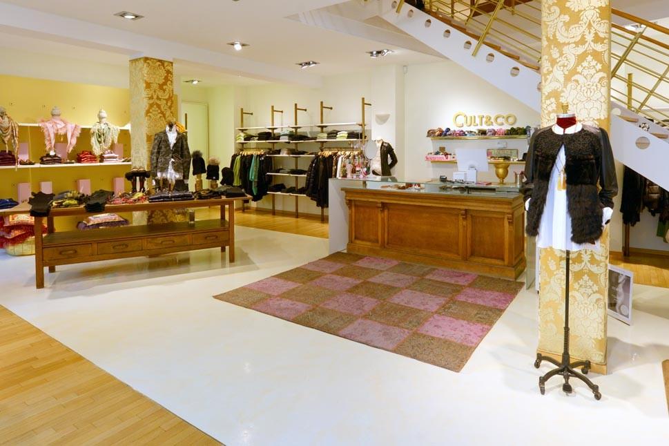 Schals, Jacken, Mützen, T-Shirts, Blusen und Abendkleidung der Trend-Marken finden Sie bei Cult&Co in Ulm