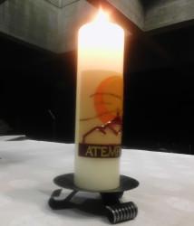 Ein verbindendes Element soll eine gestaltete Kerze sein.