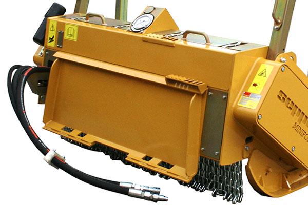 Hydraulischer Forstmulcher SEPPI M. MINIFORST cl mit Anbauplatte für Kompaktlader