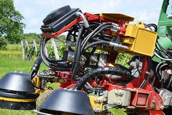 SEPPI M. PORT-X Geräteträger mit unabhängiger Pumpe, Tank und Steuerventilen