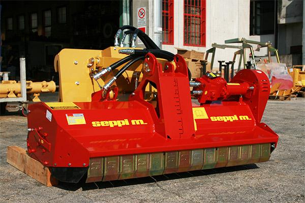 Hydraulischer Mulcher SEPPI M. SMWA skid steer mit Klappen-Frontschutz