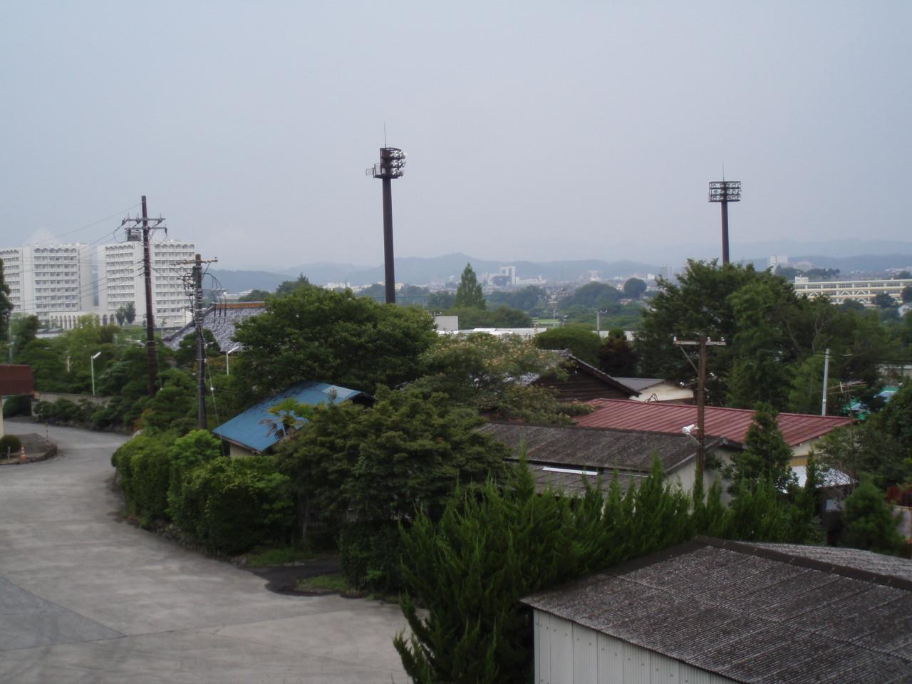 飯能市街地を望む、敷地内の高台より。