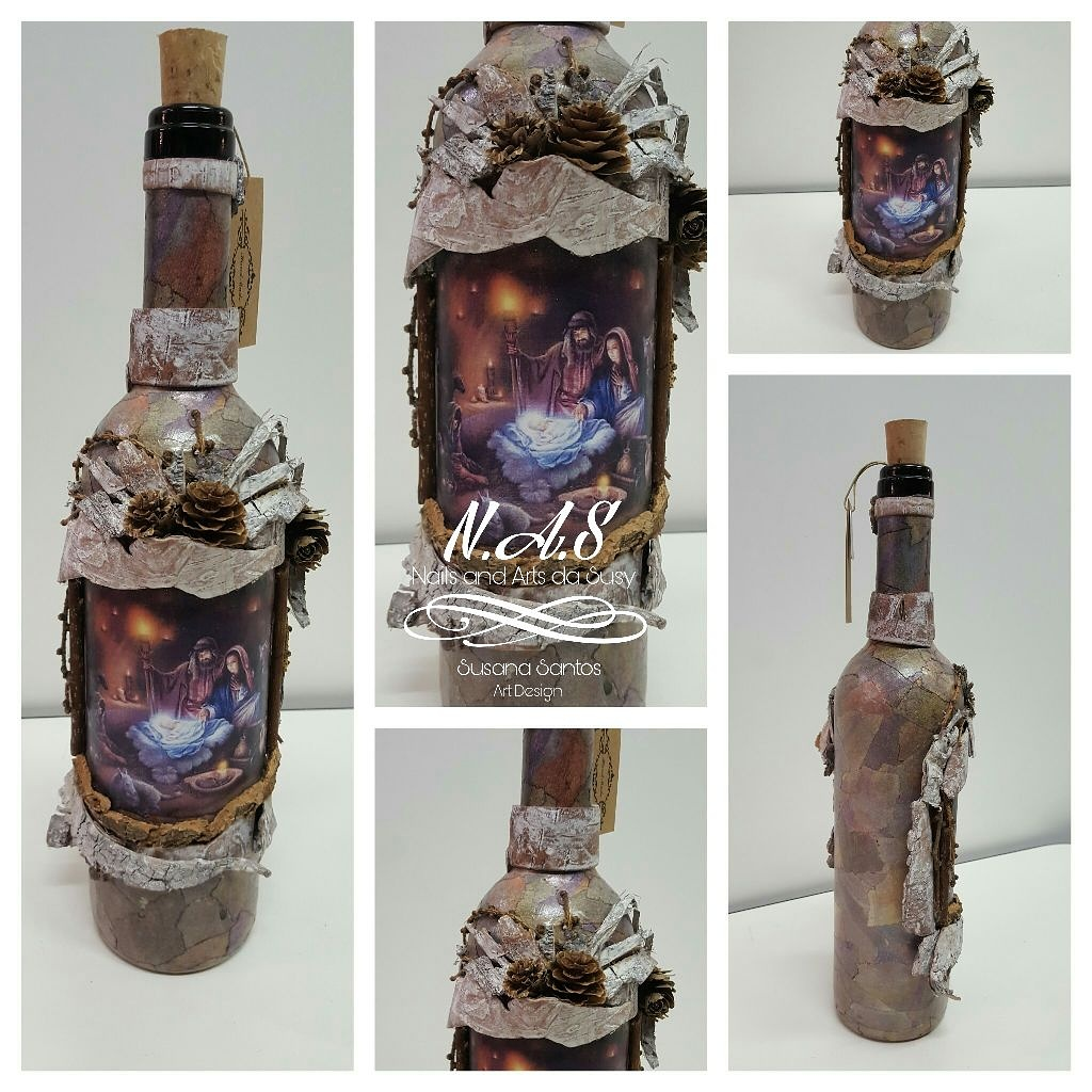 Bottiglia con immagine presepio + aggiunta di oggetti decorativi e decoupage