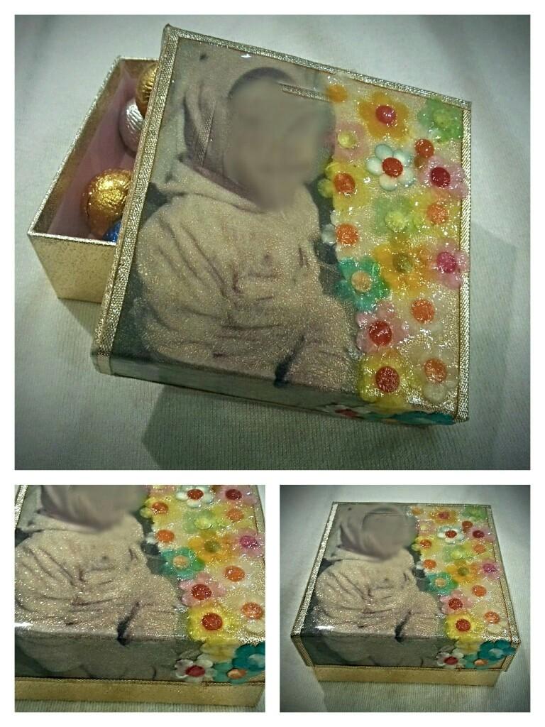 Piccola scatola in cartone con foto