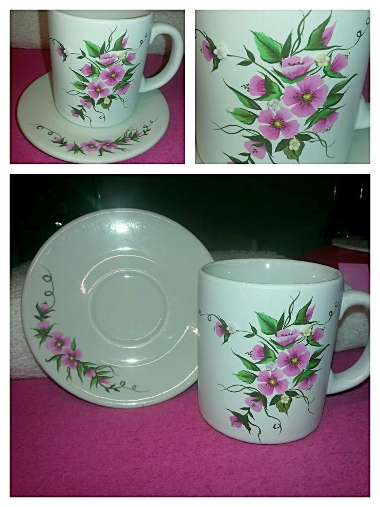 Completo tazza e piattino in ceramica dipinti a mano