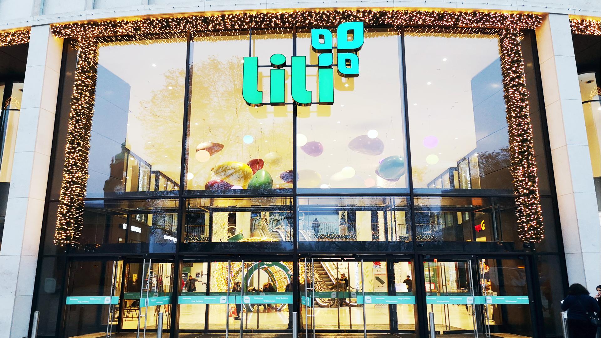 Das neue Lili Logo schwebt über dem neu gestalteten Eingang 11/2019