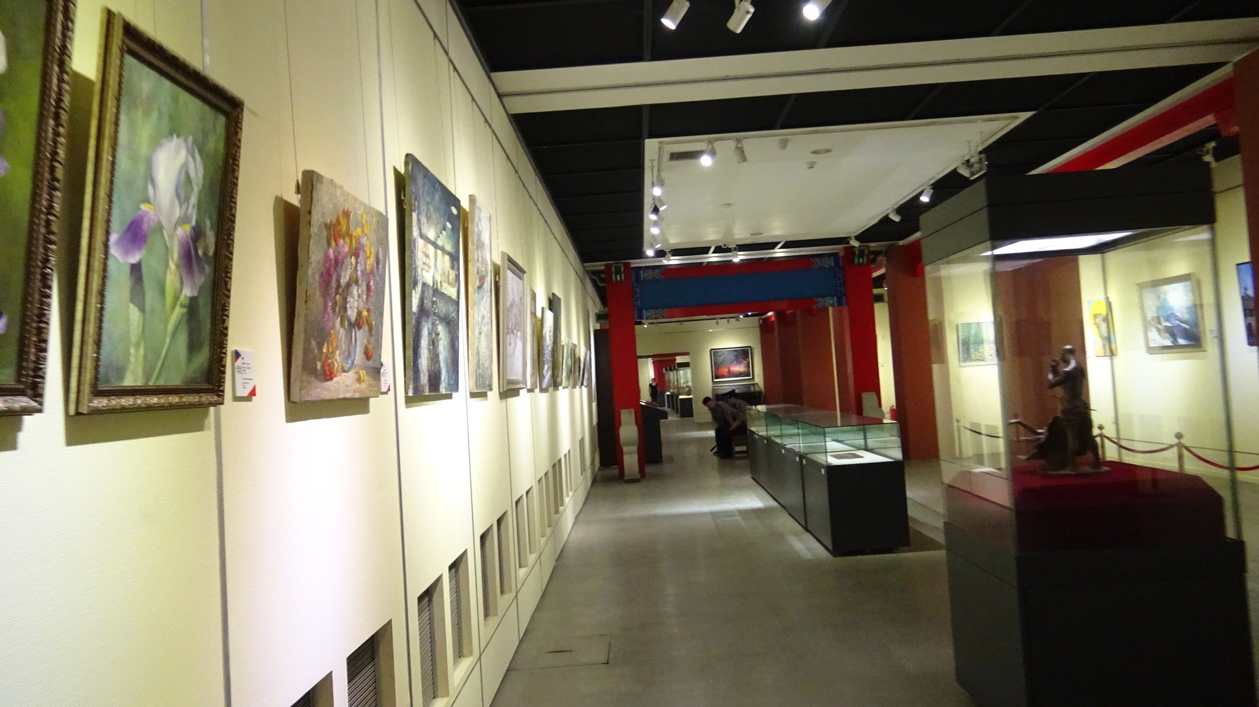 Экспозиция выставки (впереди слева мой диптих)