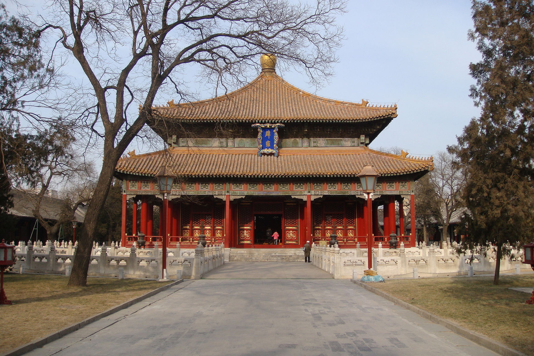 Дворец Императорской Гармонии (Биюн) на территории Императорской Академии