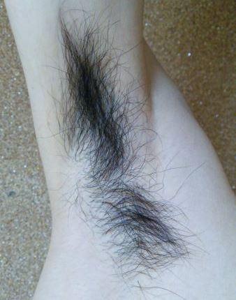 ボーボーな濃い脇毛