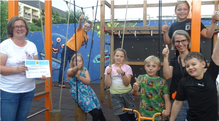 Spendenscheck für den Hort der Grundschule Callenberg