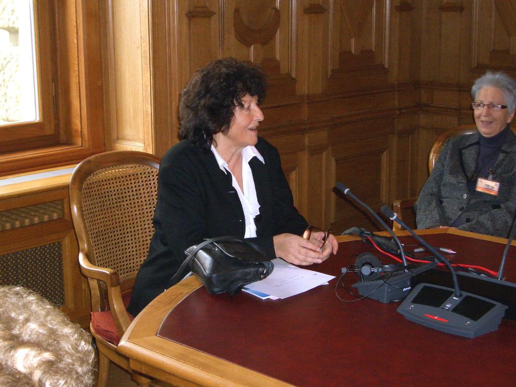 Die Solothurner Nationalrätin Bea Heim gibt engagiert Auskunft.