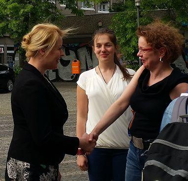 TIO-Mitarbeiterin Martina Schöttes mit Frau Dr. Giffey