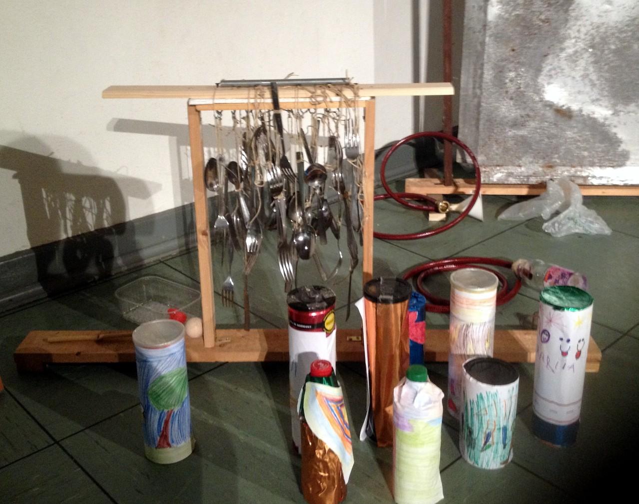 Glockenspiel aus altem Besteck und verschiedene Rasseln