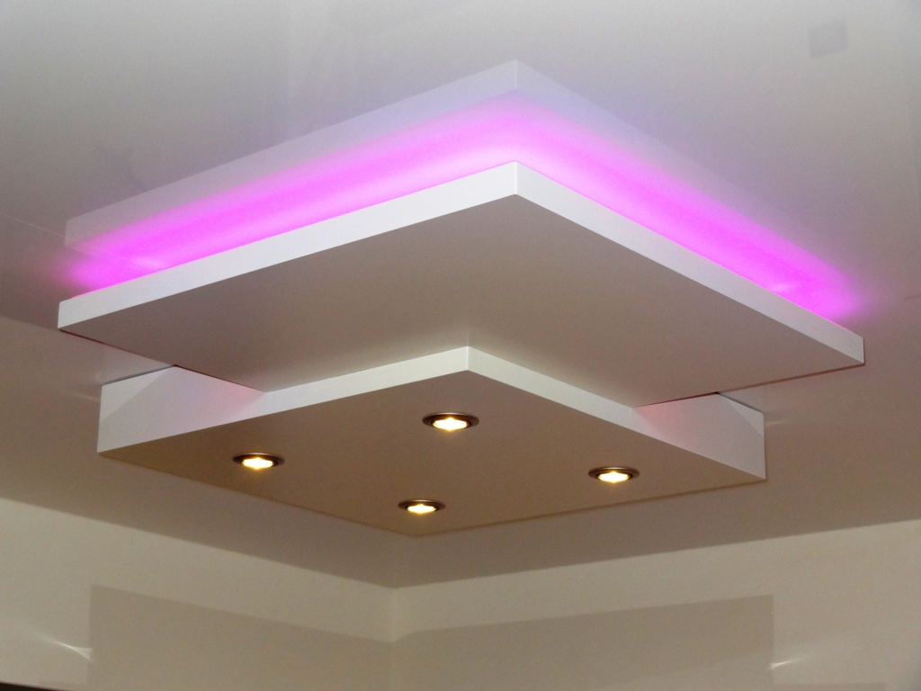 Avec LED COLOREES