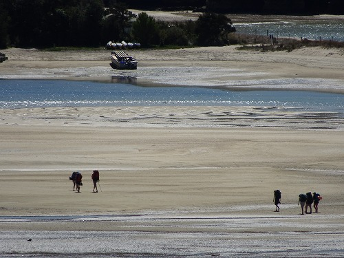 2017.10.3 砂浜を歩く in Abel Tasuman National Park
