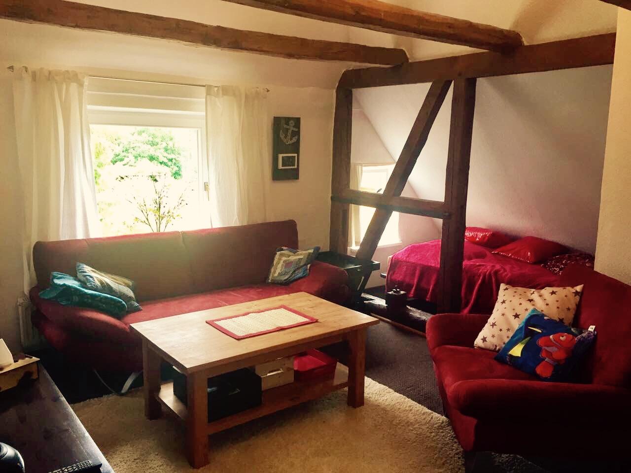 Wohnzimmer mit separater Sitzecke