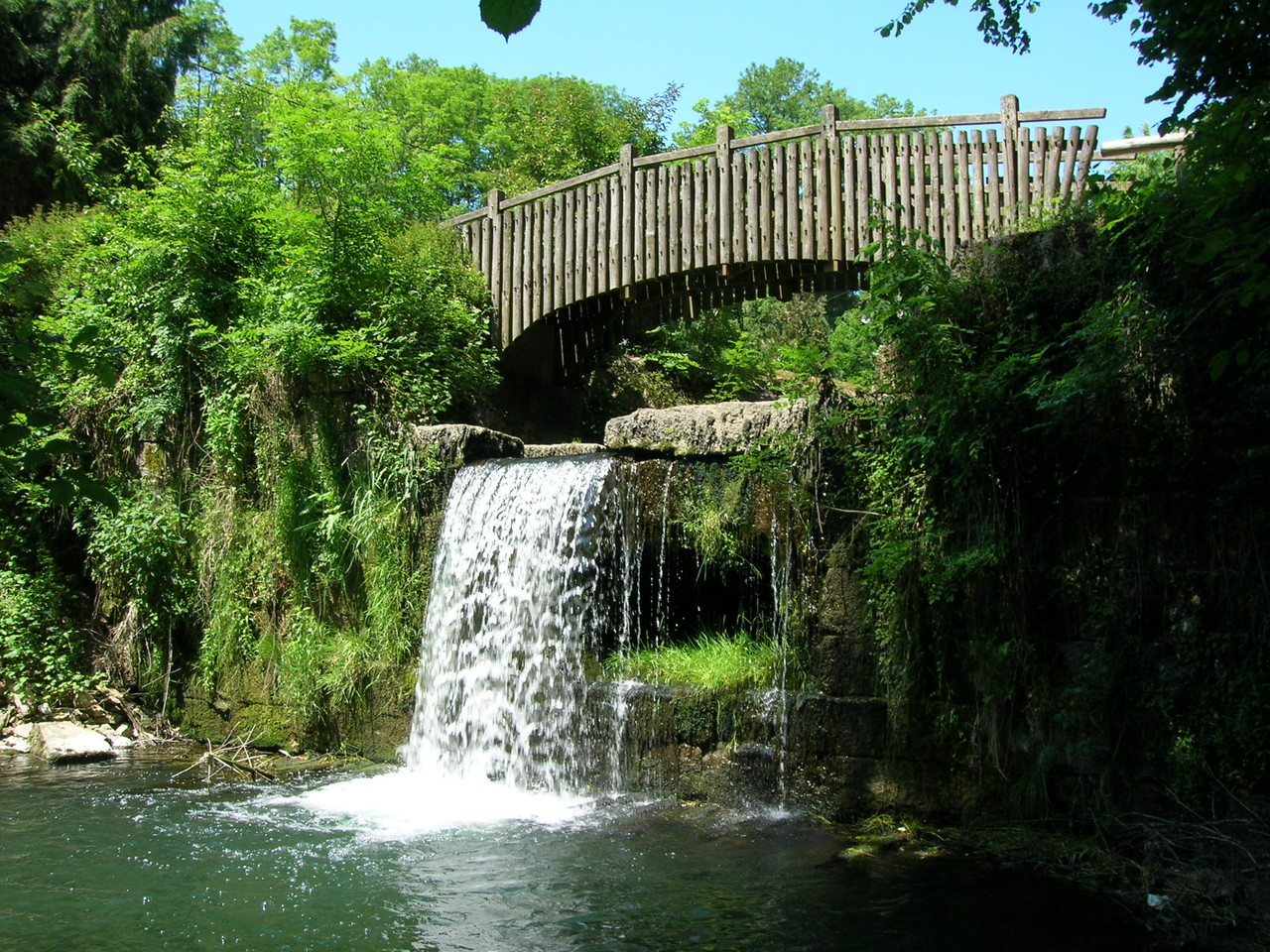 Champagnole - Marion pond and its waterfall