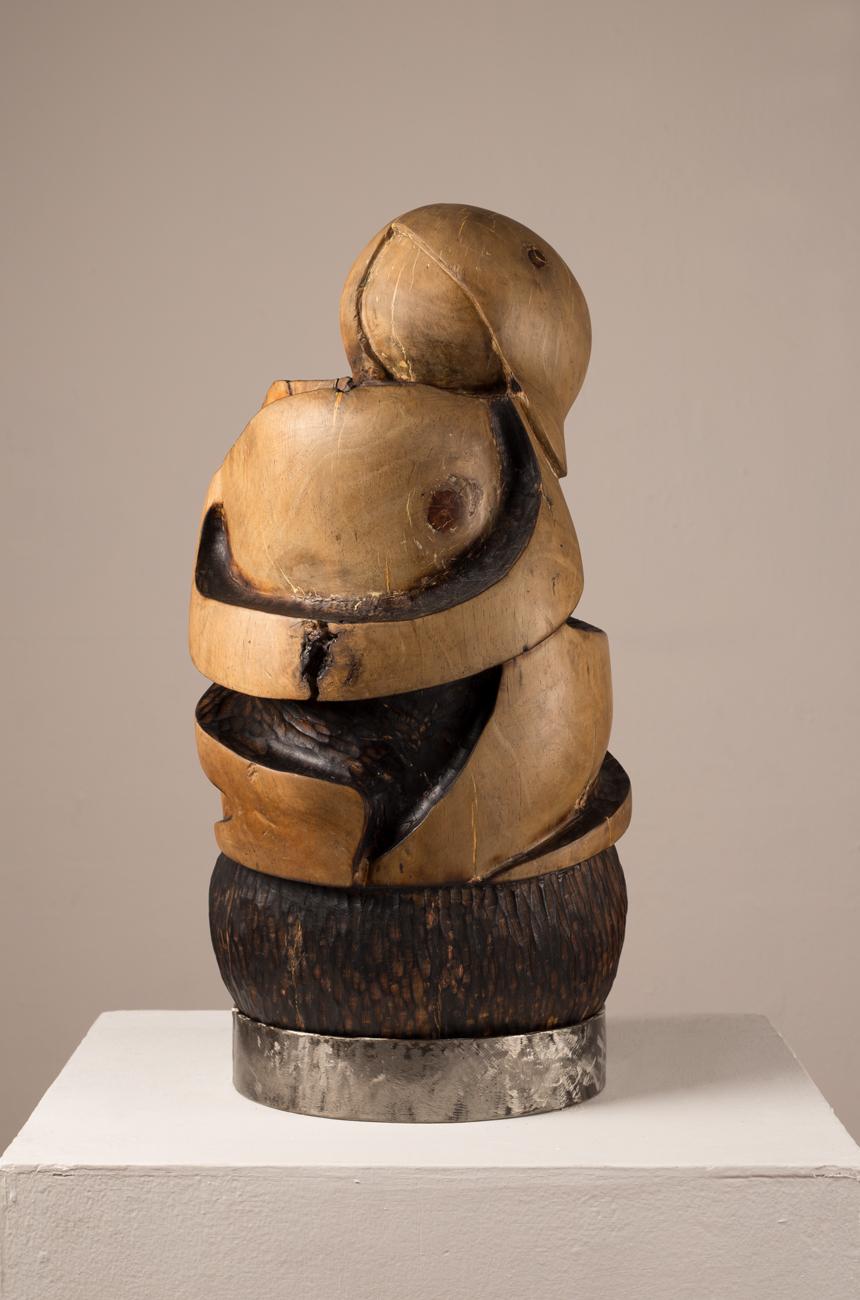 Titulo: Semilla  Técnica: Talla en madera,encausto con grana cochinilla Medidas: 60 x 40 x 30 cm Precio: $ 18,000.00