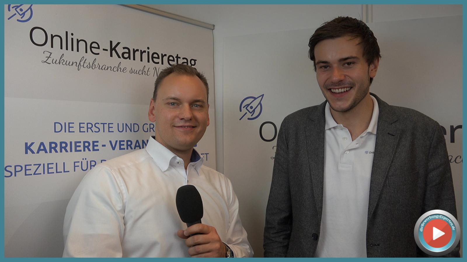 Mit-Veranstalter Marc Stahlmann vom Online-Karrieretag und Michael Karasjew von dieBewerbungsExperten.de bei guter Laune im Gespräch.