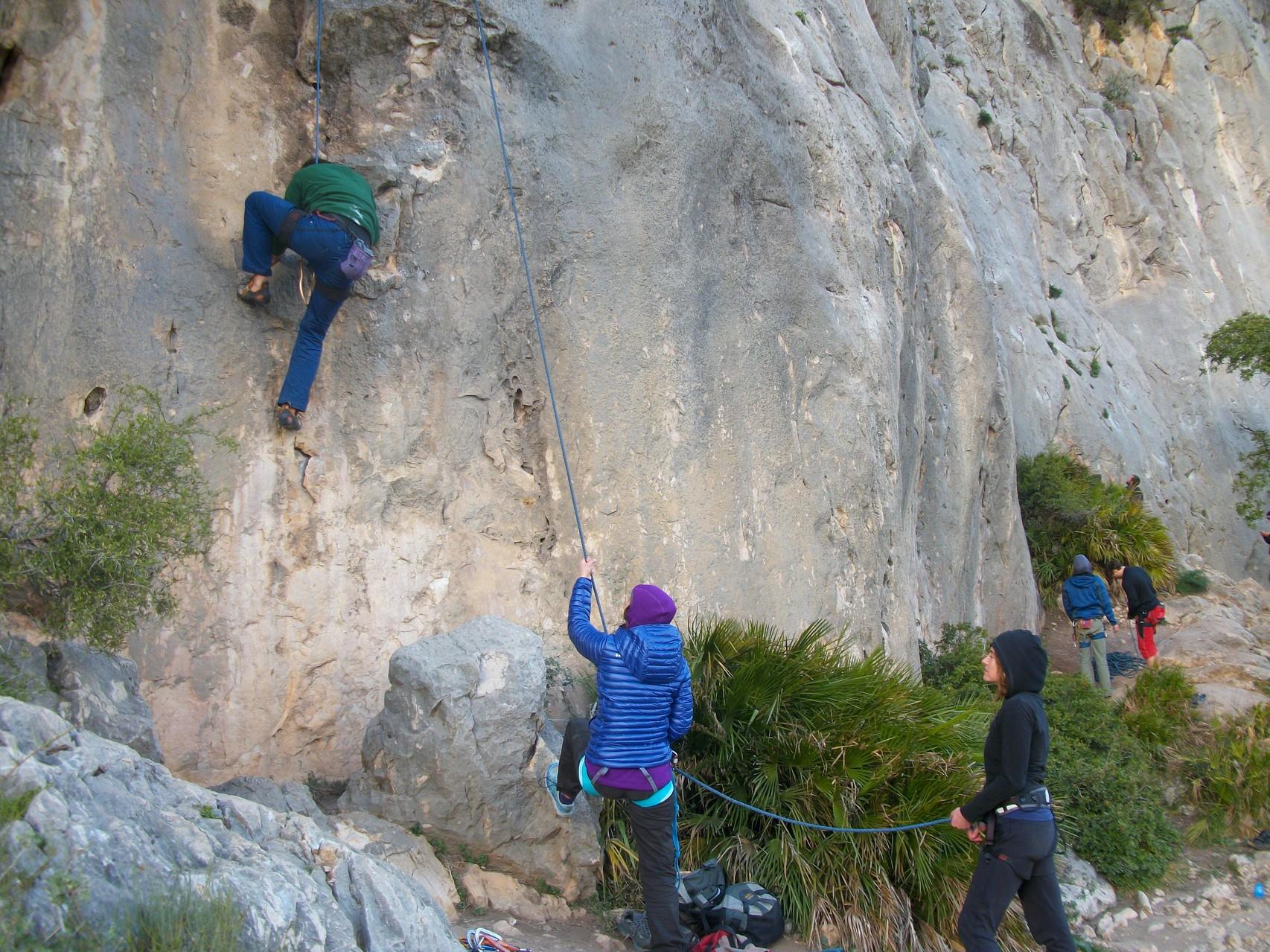 Kletterausrüstung München : Outdoor kletterkurs bei münchen klettern draußen am fels tact