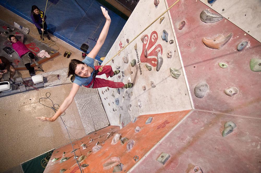 Kletterausrüstung München : Jugendliche kletterkurs in münchen klettern lernen für