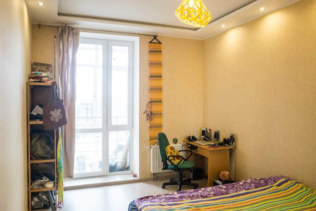 Желтый потолочный подвес ZAHA LIGHT в теплом интерьере!