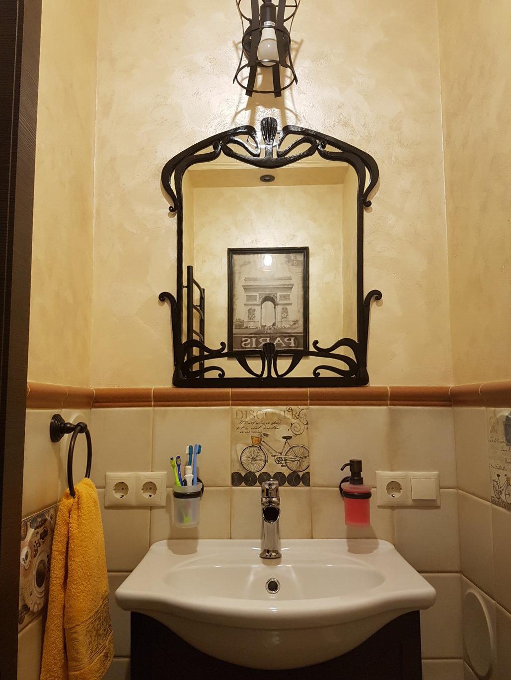 Кованое зеркало в интерьере