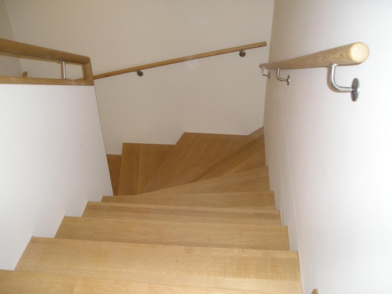 Treppe mit Geländer in Eiche massiv