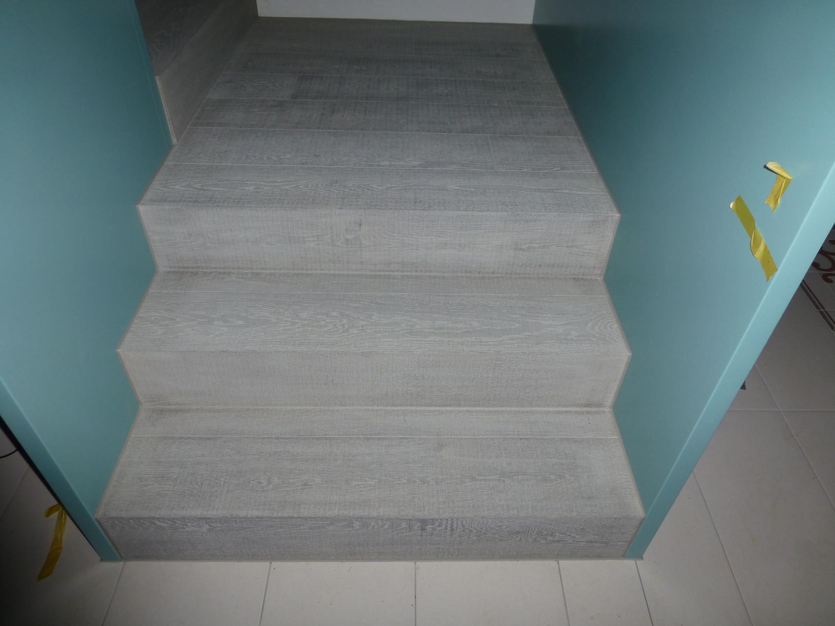 Treppe Eiche Pilatus in EFH Büron, vor Ort Behandelt