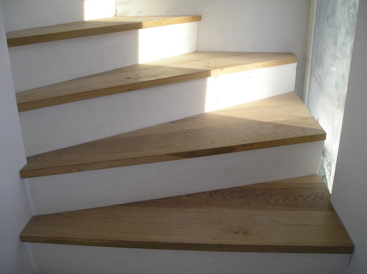 Treppe mit Eichenparkett belegt in EFH in Willisau