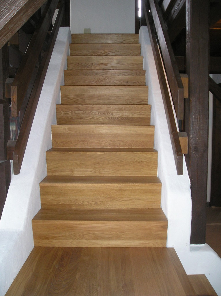 Treppe belegen mit Eichenholz massiv in EFH Triengen