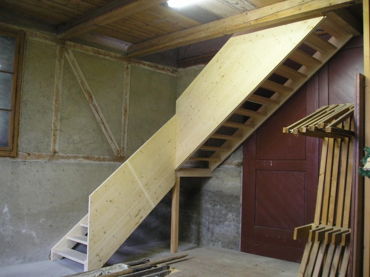 Treppe mit Podest und Geländer in Tanne massiv   - Alte Feuerwehr Mauensee