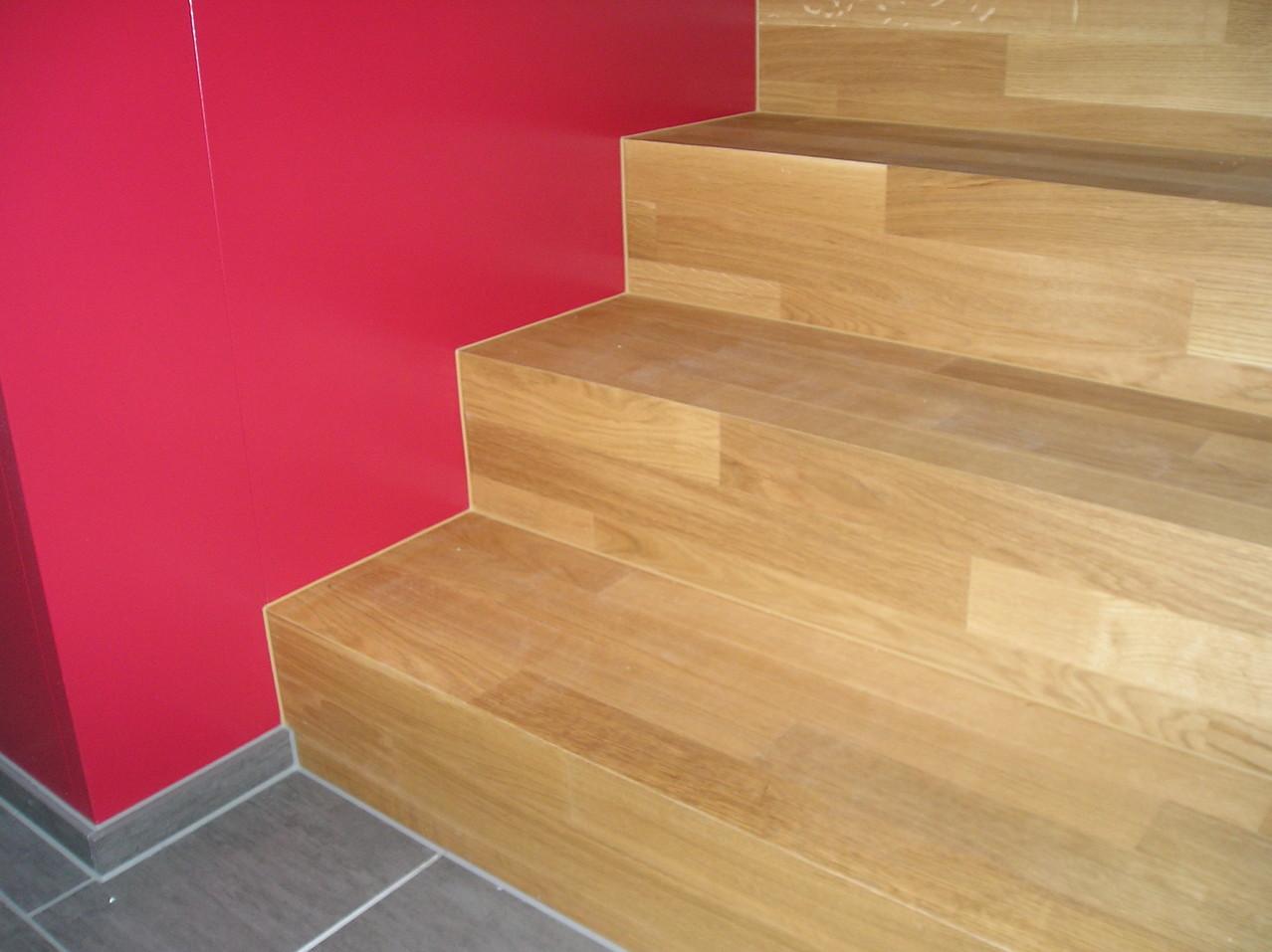 Treppe mit Parkett belegt, Trittkante auf Gehrung, Eiche versiegelt
