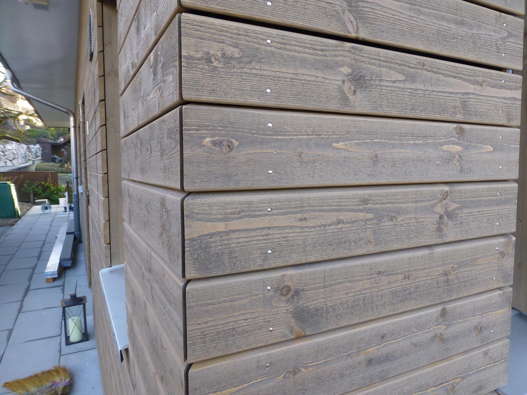 Holzfasade EcKe auf Gehrung